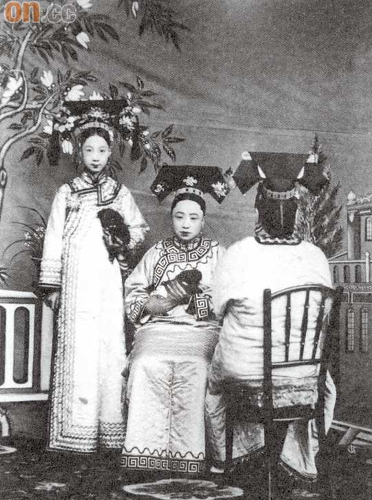 清代満州族の旗袍 清代滿族的旗袍