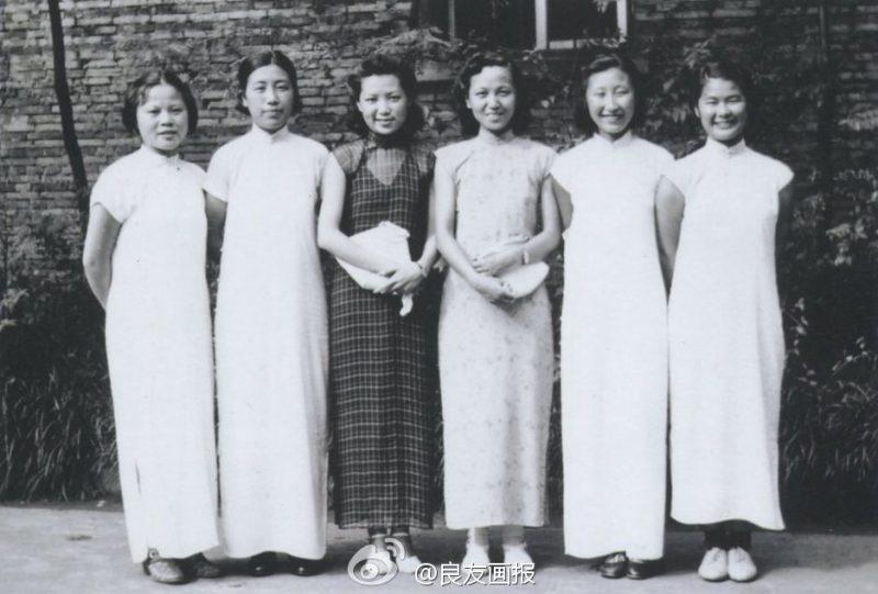 民国海派旗袍赏 : 南京金陵大学学生,摄于1940年