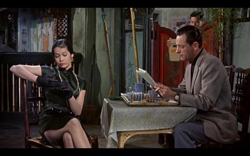 ナンシー・クワンが演じたスージー・ウォンの黒色ミニの旗袍。