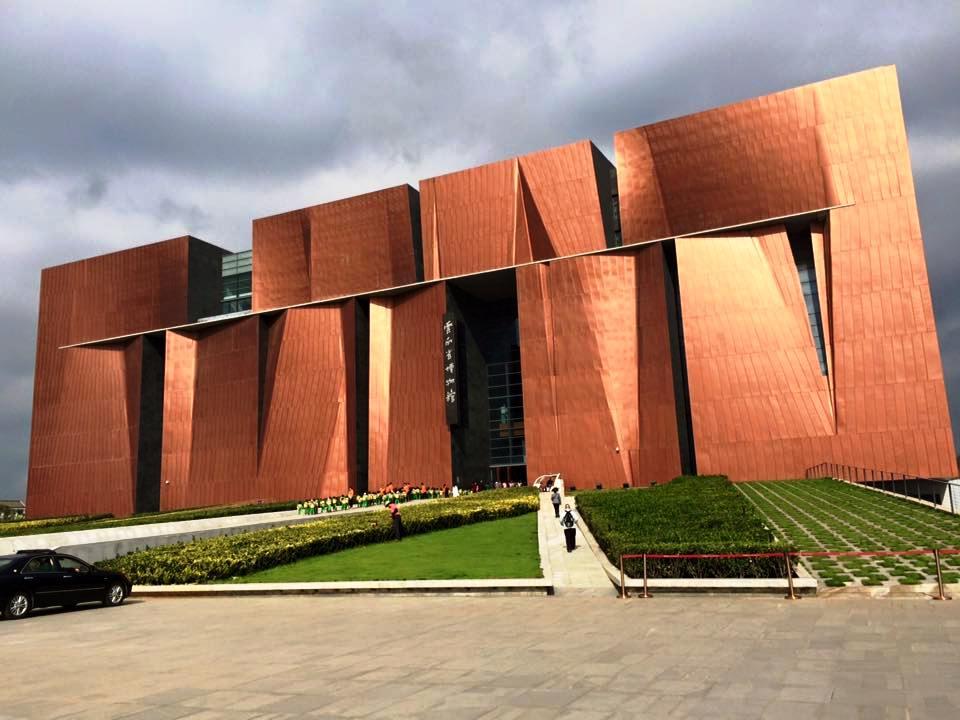博物館や美術館が収蔵する旗袍を解説